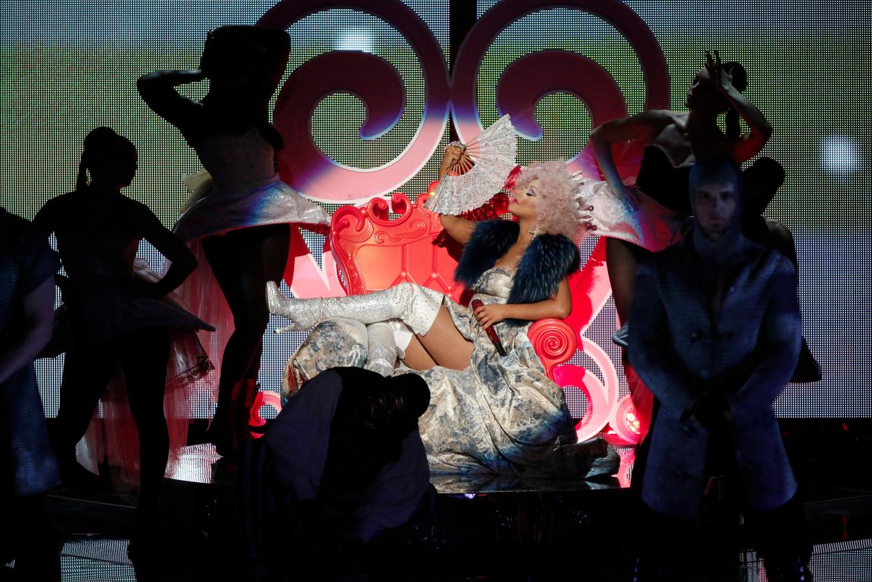 Xtina goes royal with Cee-Lo Green